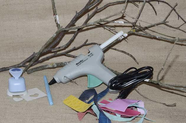 Décoration branches d'arbres et chutes de cuir