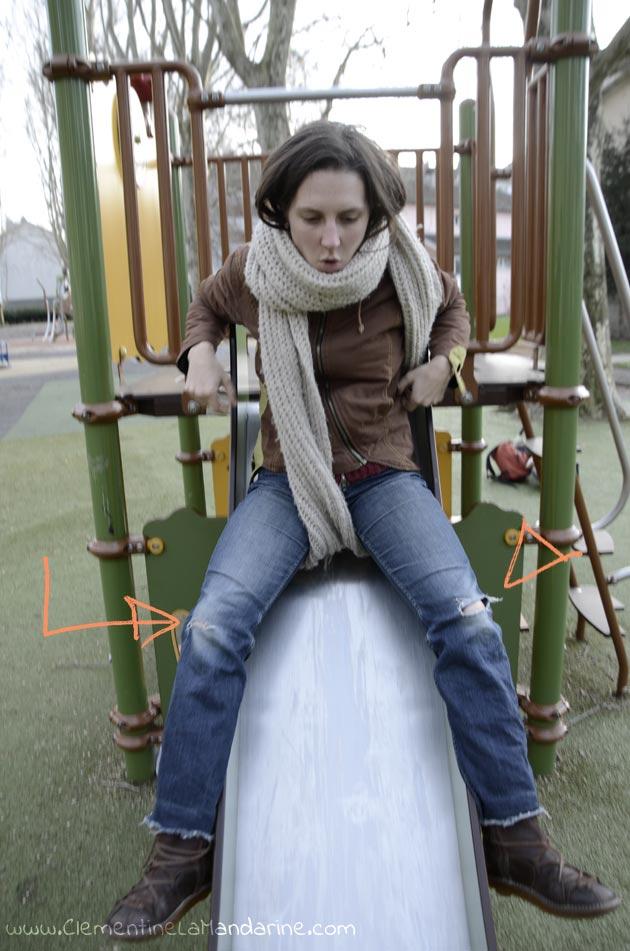Ajouter des chutes de tissus colorés pour réparer les trous aux genoux des jeans