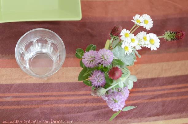 Décore avec des fleurs des champs
