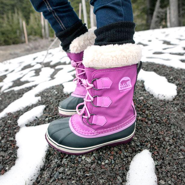 Bottes-neige-enfant-Sorel-framboise-atmosphere
