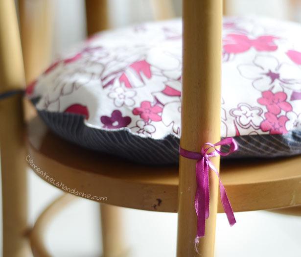 [DIY] Chaises relookées #1 : les coussins colorés