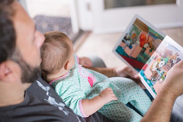 Offrir des livres, des magazines ou du temps aux bébés et tout-petits au lieu de jouet