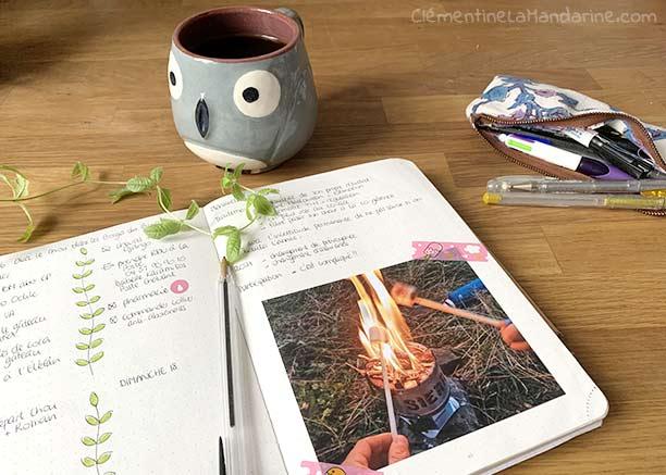 décorer son bullet journal en collant des photos avec du masking tape